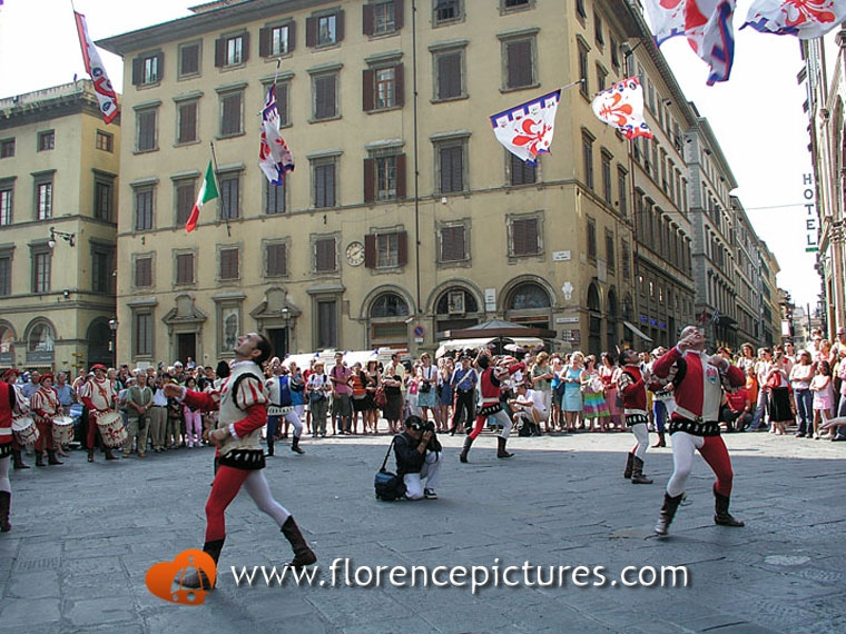Flag Throwers in Piazza Duomo