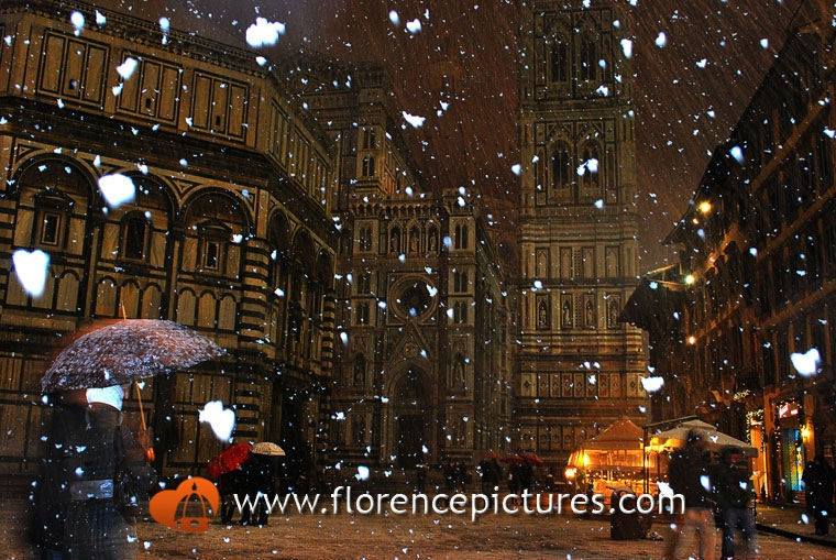 Snowing in Piazza Duomo
