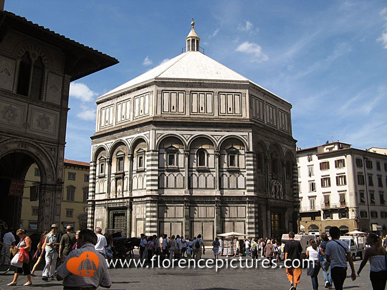 Baptistery in Piazza Duomo